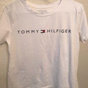 white tommy hilfiger t shirt